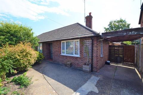 2 bedroom semi-detached bungalow for sale - Gladstone Road, Willesborough