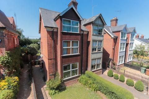 4 bedroom semi-detached house for sale - 1600sq ft property to modernise
