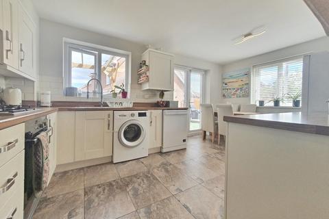 3 bedroom semi-detached house for sale - Woodheys Park, Kingswood