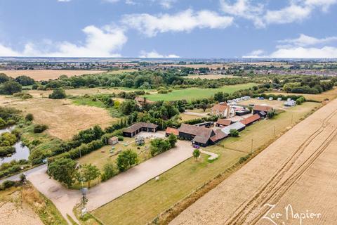 6 bedroom detached house for sale - Stanford-le-Hope, Essex