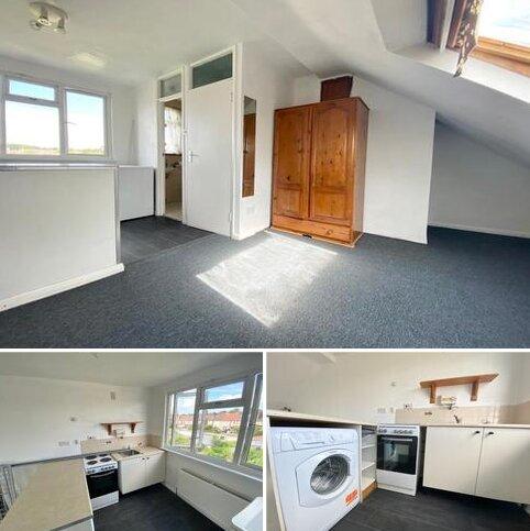 Studio to rent - Great Cambridge Road, Enfield
