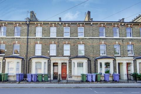 3 bedroom flat for sale - East Street, London SE17