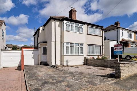 3 bedroom semi-detached house for sale - Parkside Avenue, Marshalls Park, Romford
