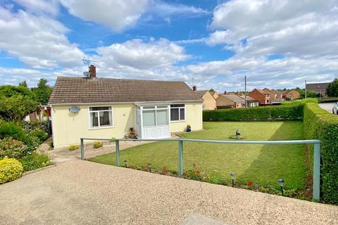 2 bedroom detached bungalow for sale - Hillside, Ancaster