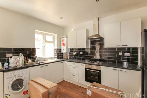 4 bedroom house to rent - Drayton Gardens , West Drayton , Middlesex