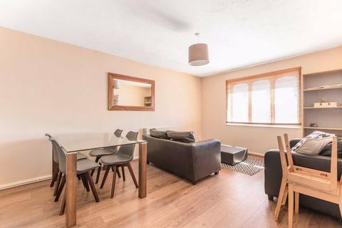 2 bedroom flat for sale - The Mews, Clapham, London