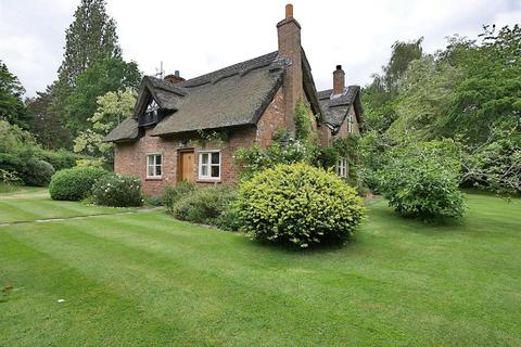 3 bedroom detached house for sale - South Downs Road, Bowdon