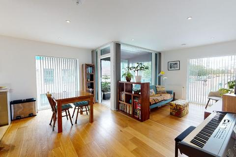 2 bedroom apartment for sale - Peartree Way, London, SE10