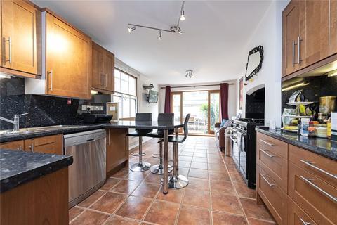 2 bedroom flat - Stormont Road, London, SW11