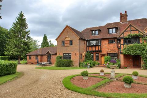 6 bedroom semi-detached house for sale - Park Road, Banstead, Surrey, SM7