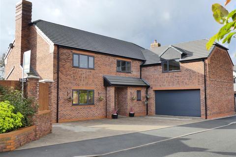 4 bedroom detached house for sale - Oakleaf Close, Shavington, Cheshire