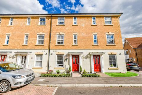 3 bedroom townhouse for sale - Almond Road, Dunmow