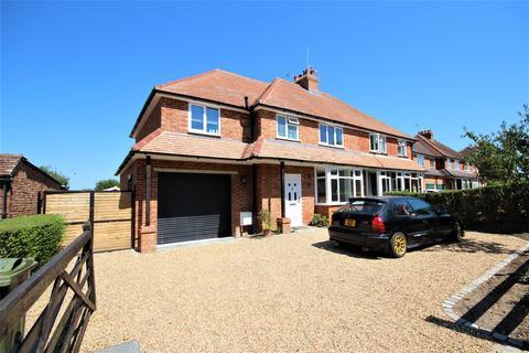 4 bedroom house for sale - Gravetts Lane, Guildford
