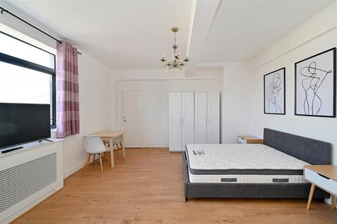 Studio to rent - Dudley Court, Upper Berkeley Street W1H