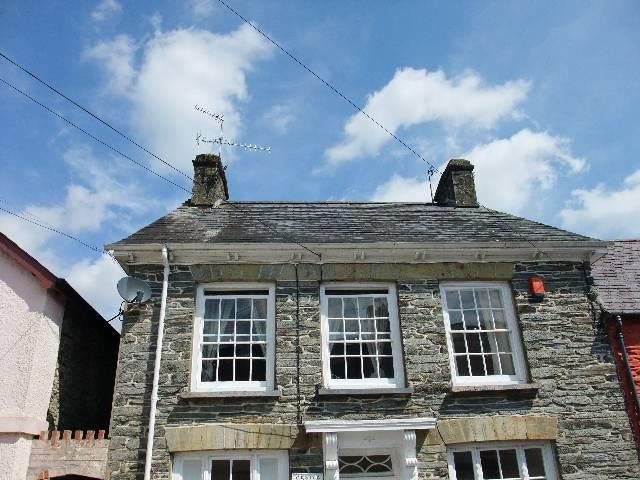 2 Bedrooms House for rent in Castle Street, Newcastle Emlyn, Carmarthenshire