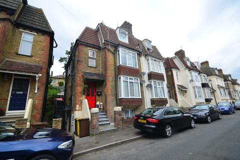 1 bedroom flat to rent - The Close Rochester ME1