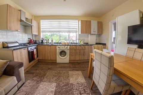 2 bedroom flat for sale - North Circular Road, London N13