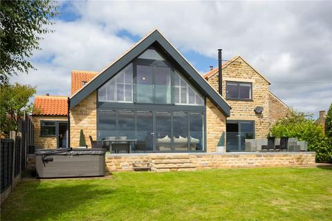 5 bedroom detached house for sale - Main Street, Hutton Buscel, Scarborough, North Yorkshire, YO13