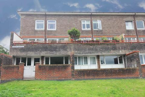 2 bedroom flat to rent - Garth Maelwg, Talobt Green CF72 8HN