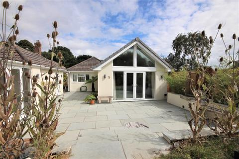 4 bedroom bungalow for sale - Lancaster Drive, Broadstone, Dorset, BH18