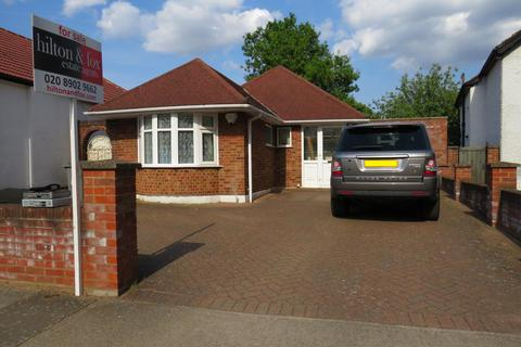 3 bedroom bungalow for sale - Repton Avenue, Wembley, Middlesex HA0