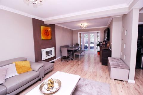 4 bedroom semi-detached house for sale - Barnhill Road, Hayes, Greater London, UB4