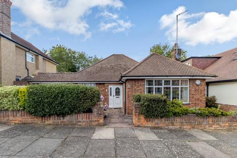 2 bedroom detached bungalow for sale - Chiltern Road, Pinner, Middlesex HA5