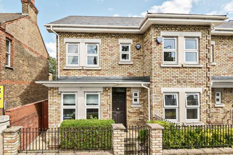 4 bedroom semi-detached house to rent - Banchory Road London SE3
