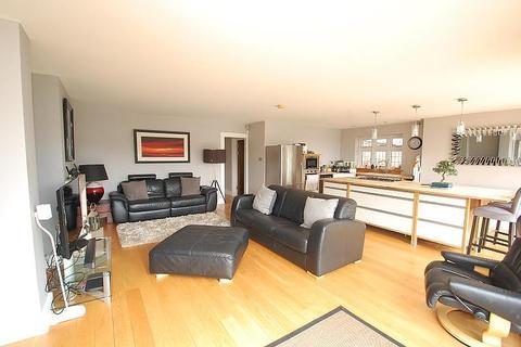 3 bedroom detached bungalow to rent - Gerrard Crescent, Brentwood, Essex, CM14