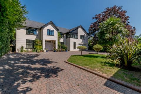 5 bedroom detached house for sale - Kewferry Drive, Northwood