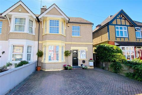 4 bedroom semi-detached house for sale - Rosefield Road, Staines-upon-Thames, Surrey, TW18