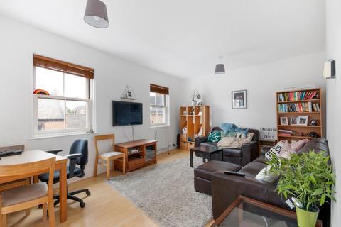 2 bedroom flat for sale - Smedley Street, Clapham, London, SW4 6PG