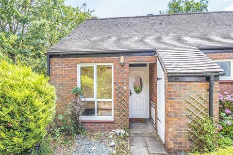 1 bedroom bungalow for sale - Cedars Drive, Hillingdon Village, Middlesex, UB10