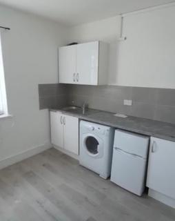 Studio to rent - Longbridge Road, Dagenham RM8