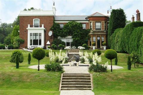 5 bedroom country house for sale - 5 Bed House And 3 Bed Lodge, Essendon, Hertfordshire