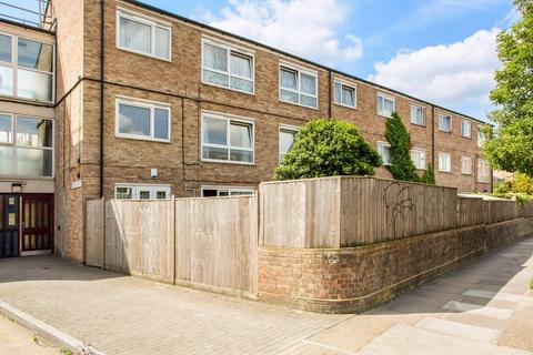 2 bedroom flat - William Guy Gradens E3 3LF