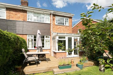 3 bedroom semi-detached house for sale - Crowther Close, Beverley, East Yorkshire, HU17 9PH