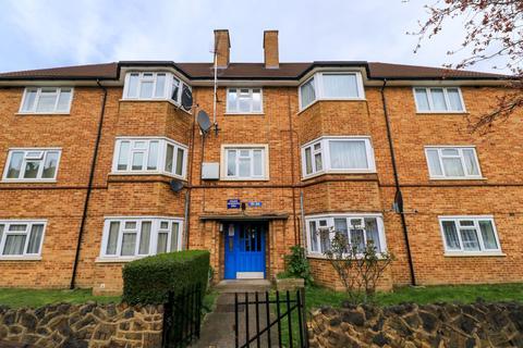 2 bedroom flat to rent - Holmwood Road, EN3