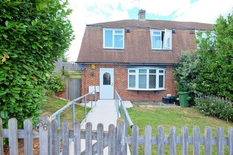 3 bedroom semi-detached house - Cray Valley Road, Orpington