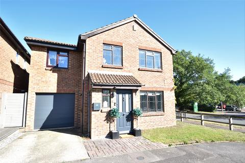 5 bedroom detached house for sale - Larch Way, Farnborough, Hampshire, GU14