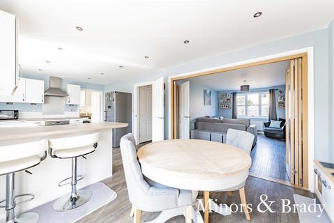 5 bedroom detached house for sale - Memorial Way, Lingwood
