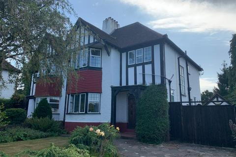 3 bedroom semi-detached house for sale - Woodland Way, Petts Wood