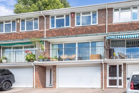 3 bedroom terraced house for sale - Walnut Close, Brighton