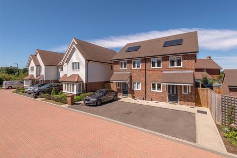 2 bedroom semi-detached house for sale - Banks Close, Horley, Surrey, RH6