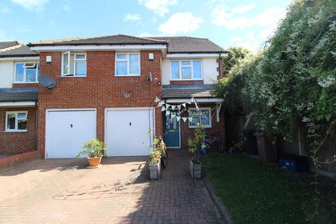 4 bedroom semi-detached house for sale - SET ON A PRIVATE ROAD JUST OFF Stoneygate Road, Luton