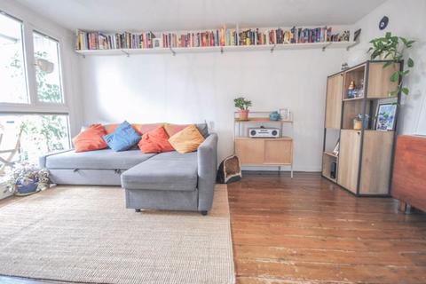 1 bedroom flat for sale - Lomond Close, N15