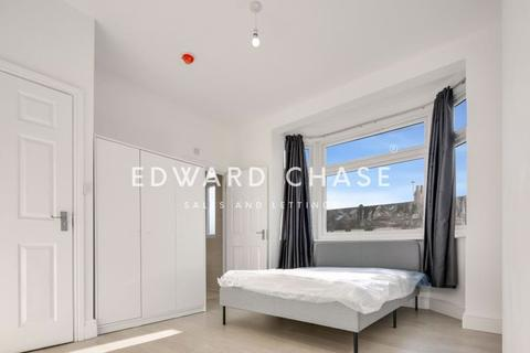 Property to rent - Park Road, Ilford, IG1