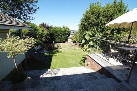 5 bedroom detached house for sale - High Road, Rayleigh, SS6