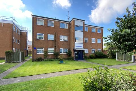 2 bedroom apartment - Heyhouses Lane, Lytham St Annes, FY8
