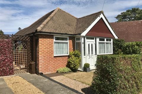 2 bedroom bungalow for sale - Rydes Hill Crescent, Guildford